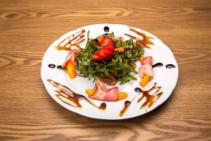 Салат из огурцами и помидорами с майонезом
